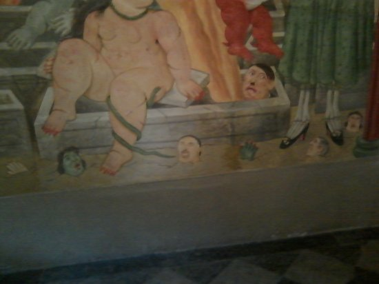 Province of Lucca, Italia: botero e hitler all'inferno