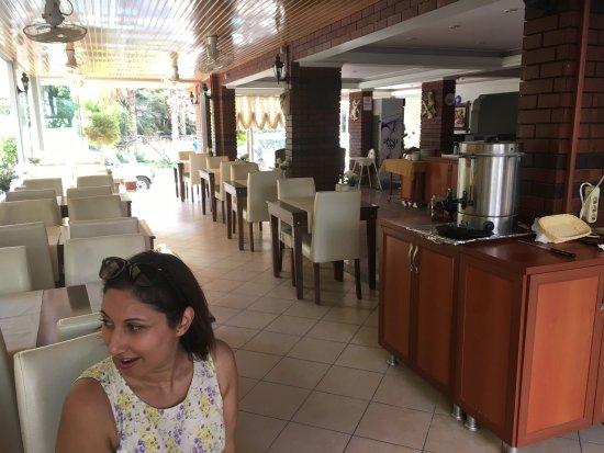 Ozcan Hotel: June 2016