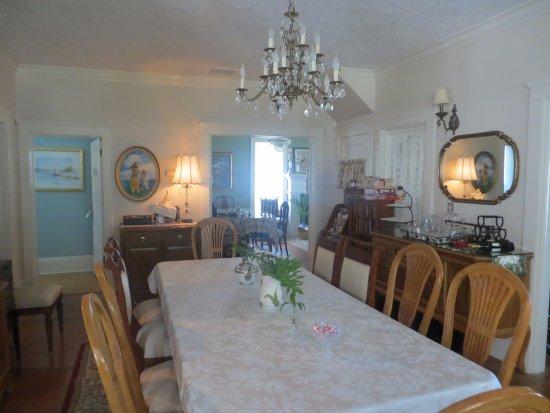 River Lily Inn Bed & Breakfast: Frühstücksraum