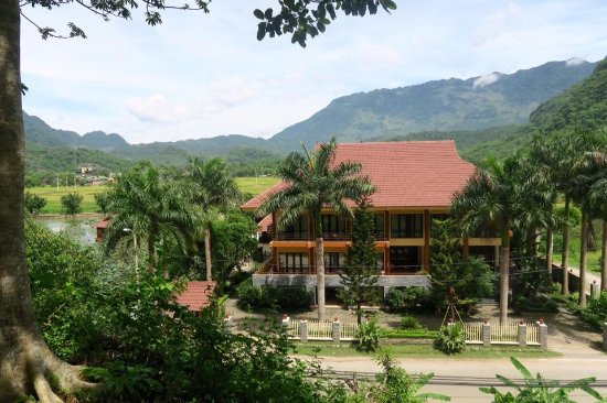 Mai Chau Lodge: The lodge is in a beautiful setting