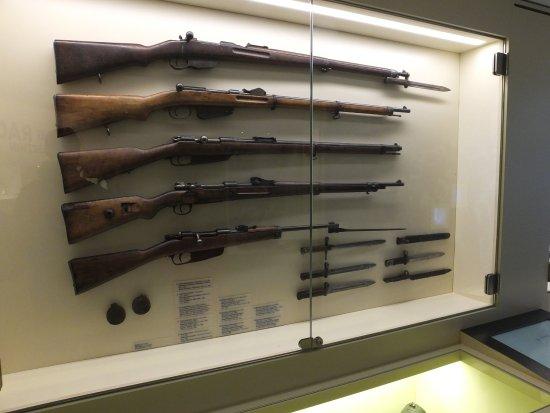 rastrelliera con fucili e baionette picture of museo