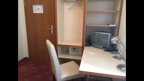 Hotel Domstern: Et une TV collector !