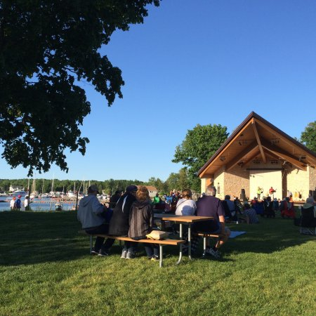 Waterfront Park: Concert in the park