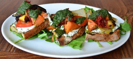 White Maple Cafe: Roasted Veggie Tartine