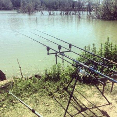 Eboli, Itálie: Momenti di pesca sportiva al lago