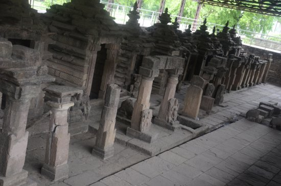 ‪‪Bilaspur‬, الهند: Row of temples in Madku Dweep‬