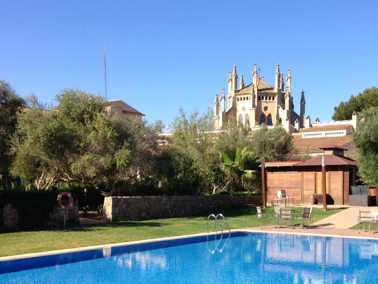 Hotel Sa Torre Mallorca Resort: Pool und Kathedrale