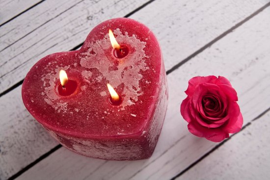 St Eval, UK: Rose garden heart shaped multi-wick candle
