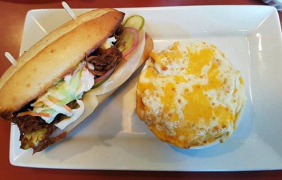 Blazin BBQ: Pulled Pork sandwich with Mac & Cheese