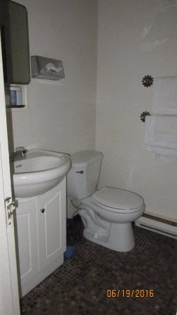 Greenwood Lodge & Motel: Bathroom