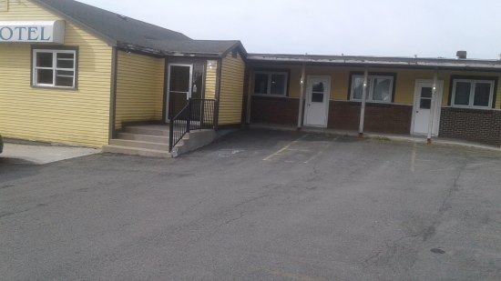 Mount Pearl, แคนาดา: Front entrance/office