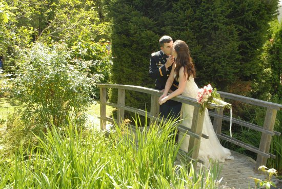 Wedding photos in the garden at the Castine Inn