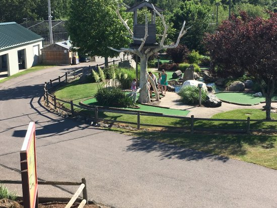 Mulligan's Island Golf & Entertainment: Our beautiful Mini-Golf