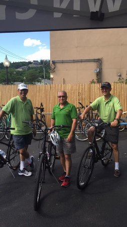 Peekskill, Estado de Nueva York: These gents from Precision Race came from timing a bike race @ West Point to riding around the r