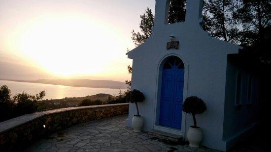 Mouikis Village