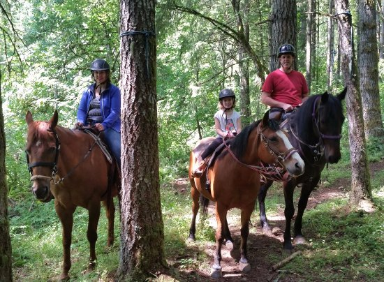 Estacada, OR: Riding Latigo, Dinero and Midnight