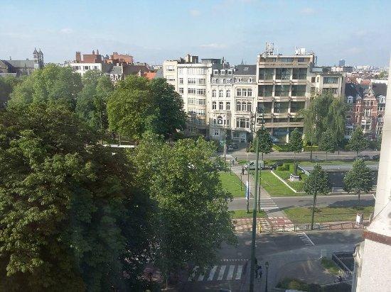 Woluwe-St-Pierre, Βέλγιο: vue sur le rond point, mais bruyant