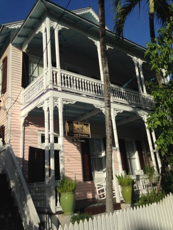 Key West Bed and Breakfast: Street view of hotel