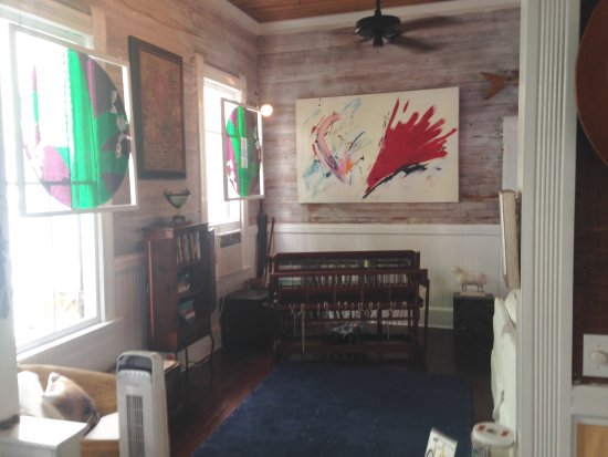 Key West Bed and Breakfast: Working loom in common area