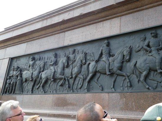 Insider Tour Berlin: Frieze on base of Angel column in Grober Stern