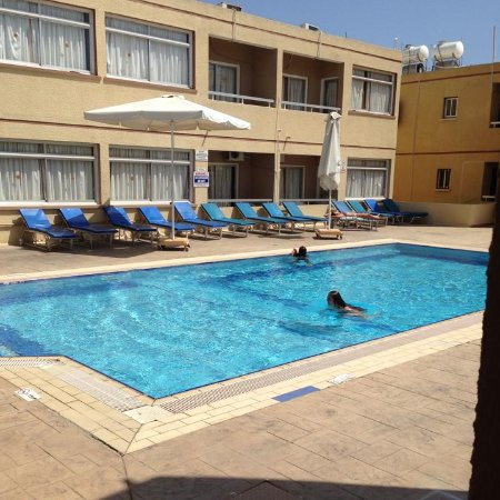 Nick's Hotel Apartments: Hotel Pool