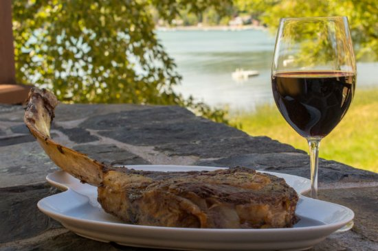 Boat Club Lounge & Restaurant : It's hard to beat an excellent glass of wine, a delicious steak, & breathtaking views.