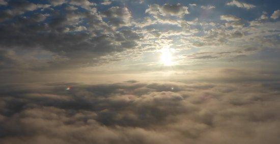 Cerizay, Frankreich: Au dessus des nuages...