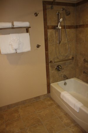 Mobility Accessible Bathtub - Picture of Best Western Eureka Inn ...