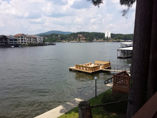 Country Inn Lake Resort: Newly rebuilt swim dock