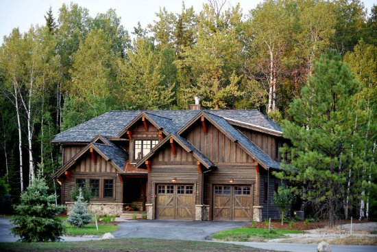 Perfect Lodge At Whitefish Lake: Experience The Ultimate Getaway In One Of Our  Viking Creek Luxury