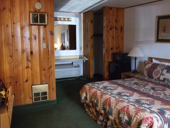 Springerville, AZ: Cabin room with king bed