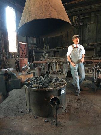 Jamestown, Калифорния: Inside the Roundhouse