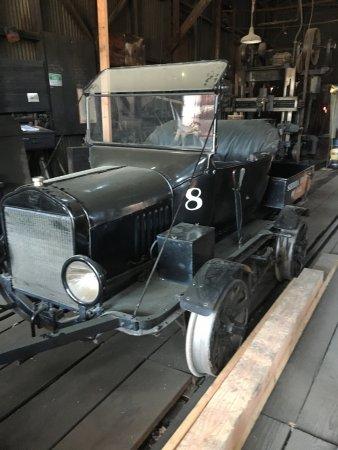 Τζέιμσταουν, Καλιφόρνια: Yes this is a car converted to run on the railway
