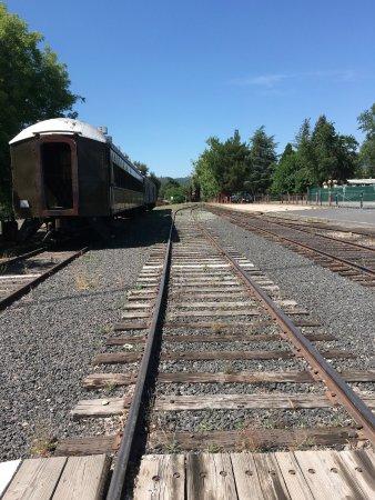 Τζέιμσταουν, Καλιφόρνια: The tracks of the Jamestown that you cross when you enter the Park.
