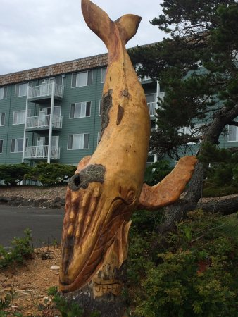 Chateau Westport: Our new whale carving....His name is Deep Six