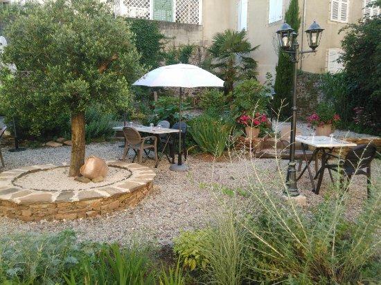 Tulle, Γαλλία: Le jardin du Bo