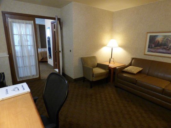 Quality Inn Homestead Park : Large living area