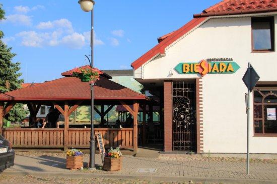 Suprasl, Polonia: Restauracja z wygodną wiatą