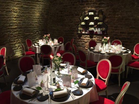 Saint-Sernin-du-Bois, France : A private party room