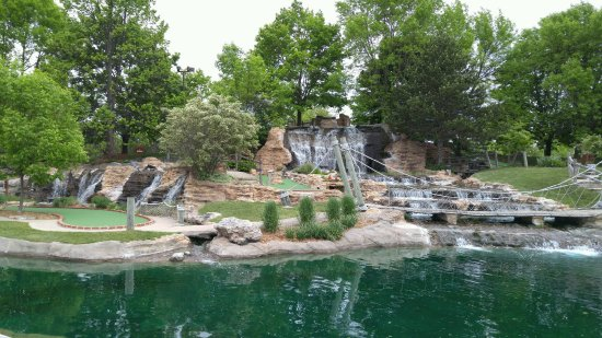 Pirate's Cove Mini Golf: Lovely Course