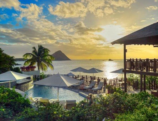 Cap Maison: Main clifftop pool at sunset