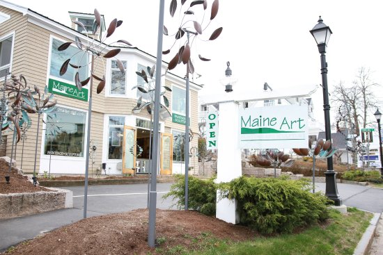 Maine Art Hill: It is hard to miss Maine Art Paintings and Sculpture as you drive into Kennebunkport.