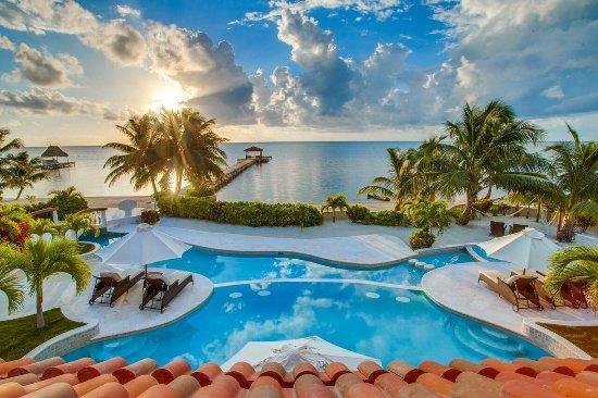 Belizean Cove Estates: Pool