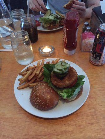 Photo of American Restaurant Williamsburger at 3617 Greenpoint Ave, Long Island City, NY 11101, United States