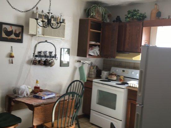 Ana's Casa de Saguaro: Kitchen Area - Everything was SPOTLESS
