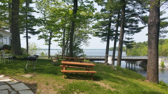 Standish, Мэн: The grounds and view of Sebago Lake.