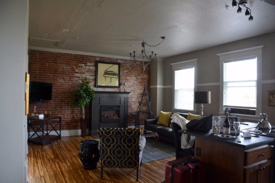 3rd Street Flats: Our living room.