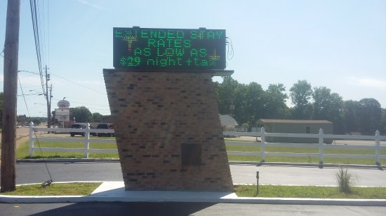 Paris, TN: Sign at highway entrance to hotel