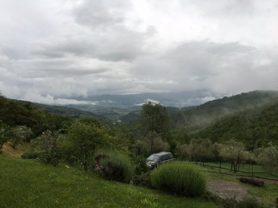 Casignano B&B: The view is beautiful even on a cloudy day.