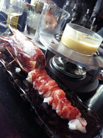 La barra es increíble de las mejores opciones de Madrid para comer con calidad entre semana